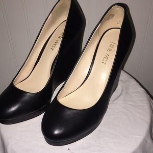 6 Black Shoe